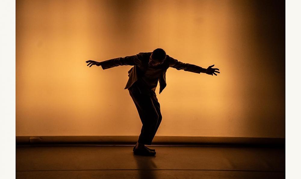 Danse et acrobatie en mouvement
